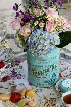 Flower Centerpieces, Flower Arrangements, Breakfast Tea, Tea Tins, Table Decorations, Traditional, Flowers, Home Decor, Floral Arrangements