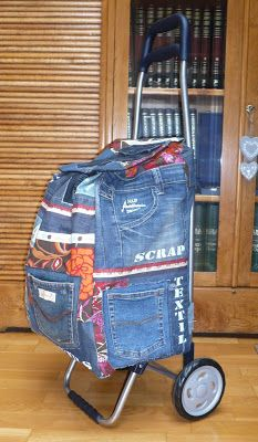 Sewing for beginners upcycle jeans 27 ideas Jeans Recycling, Mochila Jeans, Sewing Jeans, Jean Purses, Diy Sac, Denim Ideas, Denim Crafts, Love Jeans, Recycled Denim