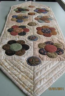 quiltmekiwi: run to the table!!!