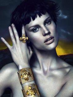 Campagna Pubblicitaria Versace A/I 2011-12 by Mert Alas e Marcus Piggott