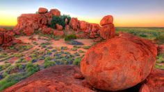 Another shot of the beautiful morning out at Devils Marbles. This place is full of postcard scenes, and if you get up before the sunrise, the dawn light is like eye candy. Australia Trip, Visit Australia, Western Australia, Landscape Pics, Landscape Photography, Alice Springs Australia, Scuba Diving Australia, Australian Beach, Travel Wallpaper