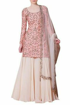 Pakistani Formal Dresses, Party Wear Indian Dresses, Designer Party Wear Dresses, Indian Gowns Dresses, Dress Indian Style, Indian Fashion Dresses, Indian Wedding Outfits, Pakistani Dress Design, Indian Designer Outfits