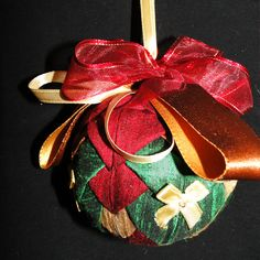 Large Bauble - Quilted Green Gold and Red Christmas Baubles, Christmas Decorations, Holiday Decor, Green Quilt, Unique Cards, Green And Gold, Greeting Cards, Luxury, Red