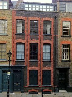 Huguenot house of Fournier Street, Spitalfields, London London Townhouse, London House, London Street, Georgian Architecture, London Architecture, Georgian Buildings, Modern Architecture, Old London, East London