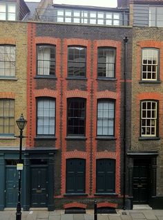 Fine Huguenot house of 1726, Fournier Street, Georgian Streets of London. Read more about Fournier Street here: http://en.wikipedia.org/wiki/Fournier_Street