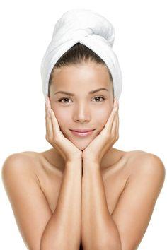 Pour vos cheveux gras ou pour purifier votre cuir chevelu, optez pour un masque cheveux à base d'argile verte, connue pour ses vertus assainissantes.