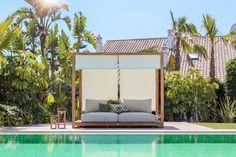 Daybed met sunroof van het merk Suns. Ultiem relaxen in je eigen tuin met deze set van Suns. Geleverd met all weather kussen. Kom langs in onze showroom om deze beauty uit te proberen.