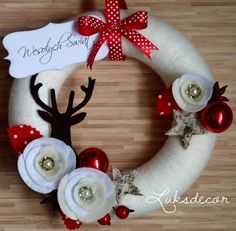 Christmas Natural Yarn Felt Wreath with White Roses, Red with White Dots Leafs and a Brown Deer - https://www.facebook.com/Luksdecor