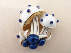 Crown Trifari gold tone, white enamel blue acrylic cabochon figural brooch h31 #Trifari