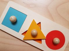 Tout premier puzzle Montessori, Puzzle, Pearls, Diy, Learning Games, 18 Months, Wooden Toys, Learning, Puzzles