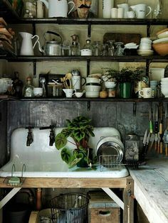Traditional country kitchens are a design option that is often referred to as being timeless. Over the years, many people have found a traditional country kitchen design is just what they desire so they feel more at home in their kitchen. Old Kitchen, Country Kitchen, Vintage Kitchen, Kitchen Dining, Kitchen Decor, Kitchen Sink, Gypsy Kitchen, Rustic Kitchen, Kitchen Shelves