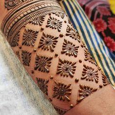 Latest Bridal Mehndi Designs | Cute Girl Traditional Mehndi Designs, Back Hand Mehndi Designs, Latest Bridal Mehndi Designs, Floral Henna Designs, Full Hand Mehndi Designs, Mehndi Designs For Beginners, Mehndi Designs For Girls, New Bridal Mehndi Designs, Dulhan Mehndi Designs
