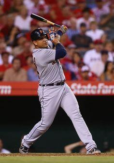 Miguel Cabrera hits a solo home run, 07/25/2014