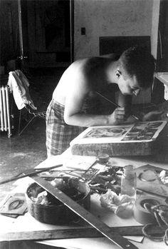 Jasper Johns drawing on a lithography stone, for his print portfolio 1963 # printmaking Jasper Johns Paintings, Neo Dada, Printed Portfolio, Art Tips, Limited Edition Prints, Artist At Work, Making Ideas, Printmaking, Pop Art