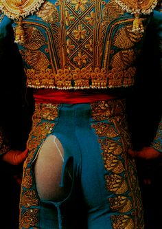 Photo by Peter Müller: After a close call: César Rincón in his bullfight suit. Note that while I love the colorful matador costumes, I find bullfighting inhumane and barbaric. Costume Matador, Peter Müller, Foto Art, Dance Photos, Spanish Style, Belle Photo, Boho Shorts, Handsome, Costumes