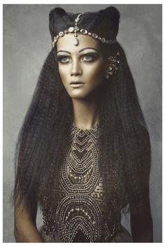 Revista Aurora. Fotografia: Ronald Luv, styling: Ana Parisi, beleza: Teo Miranda.