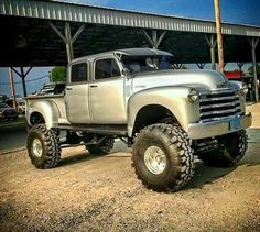1950's Rare Chevy Crewcab Shortbed lifted 4x4
