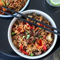 WOK MED SPICY KJØTTDEIG & NUDLER Spicy Recipes, Asian Recipes, Ethnic Recipes, Ground Meat, Wok, Japchae, Food Inspiration, Noodles, Food To Make