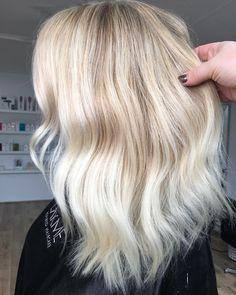 Textured Blonde @jamie_hotteshair @hotteshair #blonde #foils #whiteblonde #olaplex #behindthechair - - - 💥To Book In at Hottes Hair ☎️ Call…