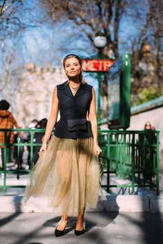 The Street Style Crowd Wore All Sorts of Vests on Day 1 of Paris Fashion Week - Fashionista Street Style 2018, Street Style Trends, Spring Street Style, Street Style Looks, Vogue Fashion, Runway Fashion, Paris Fashion, Street Fashion, Fall Fashion