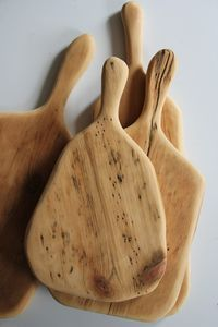 28 Delicate Attractive Wooden Kitchen area Utensils Homesthetics - Motivating suggestions for your house. Driftwood Mobile, Driftwood Art, Diy Cutting Board, Wood Cutting Boards, Chopping Boards, Wooden Boards, Driftwood Projects, Ideias Diy, Wooden Kitchen