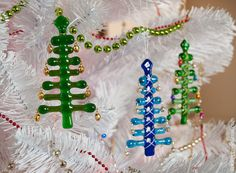 Russian blog with a bunch of fused glass snowflakes and this cute take on Christmas trees with bells.