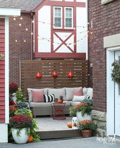 Autumn Deck Decor / Fall Deck-orating Ideas | inspiredbycharm.com