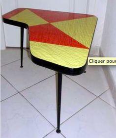Une petite table, des petites tables en Formica 1950