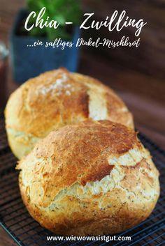 Dieser leckere Chia - Zwilling besticht besonders durch seine leckere Kruste. Statt einem großen Brot werden hier zwei kleine Laibe in einer Form mit Deckel (z.B. Römertopf, Zaubermeister) gebacken. Aus Dinkel & Weizen 550 mit viel Chia. Macht sich auch am Frühstückstisch oder Buffet ganz hervorragend. Hält lange frisch...das perfekte Brot für die ganze Familie.  #brot #chia #selbstgemacht