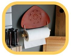 Paper Towel Holder – Kitchen Décor – Home Décor – Hand tooled Leather – Wood details – Handcrafted - Modern Kitchen Towels, Kitchen Decor, Paper Towel Holder Kitchen, Leather Tooling, Tooled Leather, Kitchen Fabric, Wood Detail, Leather Pieces, Hand Tools
