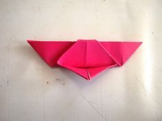 Kelebek Sanat Etkinliği | MiniMiniyiz Origami Butterfly Easy, Paper Roses, Tableware, Diy, Butterflies, Creative Crafts, Creativity, Dinnerware, Bricolage