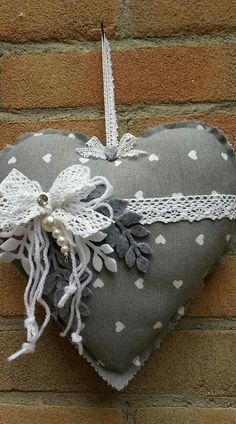 Useful Paper Crafts Art~ - wonderland Valentines Bricolage, Valentine Crafts, Fabric Ornaments, Felt Ornaments, Heart Decorations, Valentine Decorations, Small Sewing Projects, Sewing Crafts, Shabby Chic Hearts