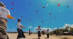 Le festival de cerfs-volants à Bali Le célèbre Festival mondial du cerf-volant aura lieu du 18 au 20 juillet cette année #voyage   #festival   http://goo.gl/fHnds0