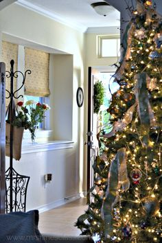 Join me at www.mrshinesclass.com for a Christmas Home Tour that showcases nature's simple elegance wit a touch of whimsy.