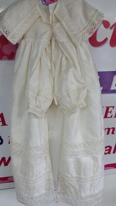 Una Monada de ropón para bebe niño, con su pantalón y su capa completa