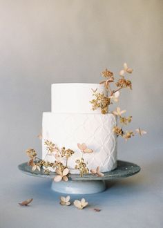 Organic and Simple Wedding Cake Inspiration | Jen Huang Photography | Wedding Sparrow