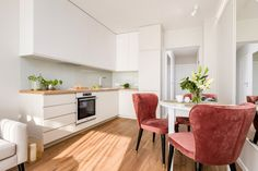 Małe mieszkanie - urocze, jasne wnętrze - Galeria - Dobrzemieszkaj.pl White Room Decor, Kitchen Design, Kitchen Ideas, Kitchen Cabinets, Interior Design, Furniture, Home Decor, House Ideas, Small Condo