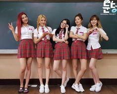 Red velvet wallpaper by irene bad boy – oakeydoak Seulgi, Park Sooyoung, South Korean Girls, Korean Girl Groups, Velvet Wallpaper, Bae, Kim Yerim, Red Velvet Irene, Woman Crush