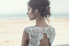 Los peinados determinan mucho el estilo de novia que eres. Escoge según el vestido o los complementos, pero sobre todo que sigas siendo tú, elegante pero sin artificios