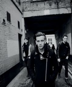 The 1975 matthew healys voice make me melt his song chocolate is my favorite :*
