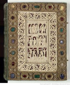 Evangelia quattuor [Évangiles dits de Drogon] (1r-183r). Capitulare evangeliorum (184v-196v), 9ème siècle