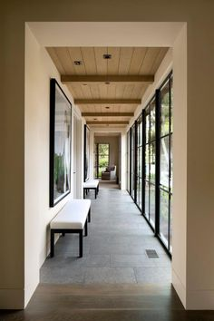 Spectacular house in California, inspired by Northern European architecture – best house decoration Design Hotel, House Design, Steel Doors And Windows, Flur Design, Casa Patio, Modern Hallway, Long Hallway, Hallway Designs, Dream House Exterior