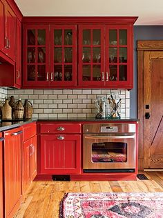 Chic Kitchen Red Color schemes are a basic, yet key element of a kitchen remodel. Locating ingenious, economical ways to use a color design to your kitchen style ideas can be fun as well as very easy if you know exactly what to be searching for. Red Kitchen Cabinets, Kitchen Cabinet Colors, Painting Kitchen Cabinets, Kitchen Colors, Red Kitchen Walls, Red And White Kitchen, Rustic Cabinets, Shabby Chic Kitchen, Farmhouse Kitchen Decor