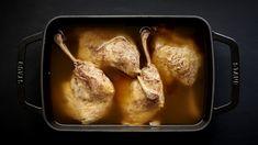 Kdo by nemiloval šťavnaté měkké kachní stehýnko s dozlatova vypečenou křupavou kůrkou? French Toast, Pork, Turkey, Meat, Breakfast, Kale Stir Fry, Morning Coffee, Turkey Country, Pork Chops