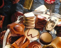 Ever wonder where to find the best chocolate experiences? Here are the world's best chocolate vacations to indulge in your most wonderful chocolate indulgences. Chocolate Quotes, Chocolate Deserts, Chocolate Truffles, Chocolate Chip Cookies, Chocolate Bars, Chocolate Factory, Chocolate Gifts, Chocolate Chips, Living Healthy With Chocolate