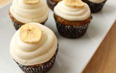 Bananen Cupcakes recept om heerlijke kleine bananentaartjes te bakken! Altijd leuk om samen met de kinderen te kokkerellen! Veel bakplezier!