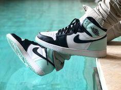 Przed wami na ekranach pierwsze zajawkowe zdjęcia butów Air Jordan 1 w wydaniu NRG i całkiem nowej kolorystyce zatytułowanej Igloo. Kliknij i zobacz.