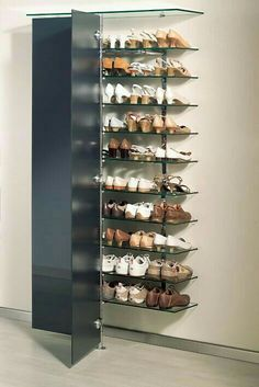 elegantes Schuh-Wandregal mit Glastüren elegant shoe wall shelf with glass doors Closet Shoe Storage, Shoe Racks, Shoe Closet, Shoe Storage Glass, Shoe Wall, Shoe Organizer, Diy Storage, Storage Ideas, Storage Spaces