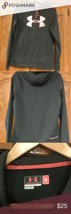 Dark Green Camo Under Armour Hooded Sweatshirt Dark green in color. Pink trim with pink Camo realtree print in logo. Size small. Great condition. Under Armour Tops Sweatshirts & Hoodies