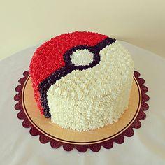 Pokemon cake Pokeball Cake, Pikachu Cake, Pokemon Themed Party, Pokemon Birthday Cake, Pokemon Cupcakes, 6th Birthday Parties, 8th Birthday, Birthday Ideas, Pokemon Party Decorations